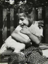 Witness playing with her grandad in a courtyard in Přelouč in 1954