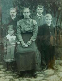 Mother Joseph Molíková Miroslav children, Joseph, Henry and Mary