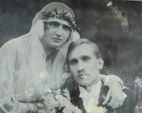 Svatba rodičů Ludmily a Jaroslava Knápků v roce 1923