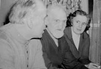 Otec Jaroslav Knápek s Radoslavou Brovjákovou a jejím manželem