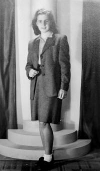 Radoslava Knápková (Brovjáková) v roce 1944