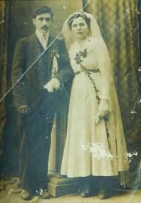 Wedding of the parents Eugene and Anne Novotny in 1919