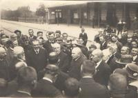 Waiting for Masaryk´s arrival at the Benešov station, Antonín Fuksa facing right, second right from him dr. Veselý, 18th December 1918