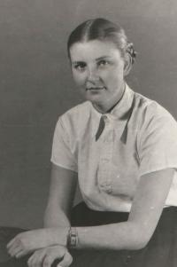 Hana, gymnazium student, Benešov 1952