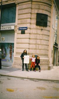 Vienna, 8. 10. 1989, Karel Havelka with children of his friends