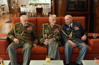 Generálové Miroslav Masopust a Alexandr Beer a plukovník Pavel Vranský v Kramářově vile (23. října 2013)