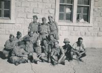 Pavel Vranský (uprostřed), fotografie z období druhé světové války