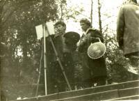 Ivan malující v plenéru, s maminkou, Praha 1961