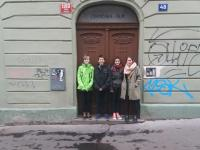 Pupils from the project Stories of Our Neigbours in front of the Mr's Čvančara house