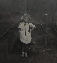 Zdenka Bartošová at the age of six