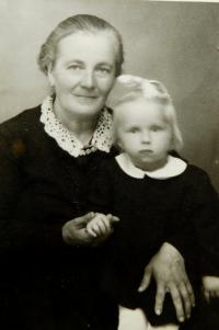 Mother Anna Hadwigerová with granddaughter