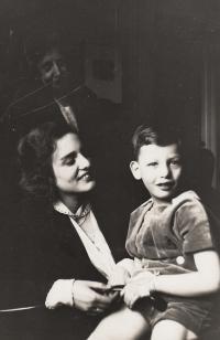 Hanuš Gaertner with mum Edita, 1931