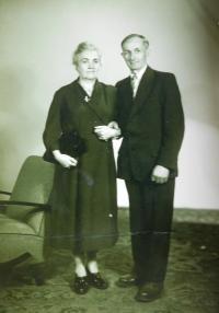 Parents Helen and Joseph Simek