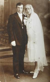 A wedding photo of the parents Joseph and Helena Šimeks