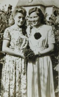 Antonie Kašparová (Simkova) on the left