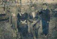Family i Zborov on Volyně, 1946