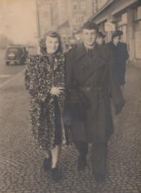 s manželkou ve vojenském