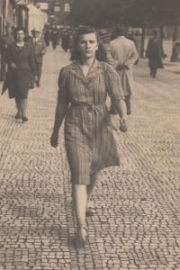 sestra Miluška na Václavském náměstí