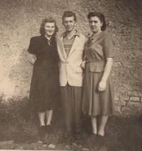 Manželka Vlasta, Jaroslav Hrubeš, sestra Marie 1948