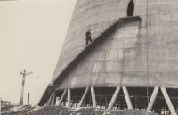 Jaroslav Hrubeš pracuje na chladící věži nedaleko Tábora