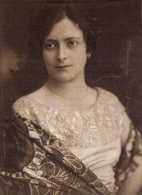 Mother Paula Rosenzweig, née Fuchsová, 1924