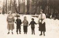 In Košice, 1932-- Věra Idan in the middle