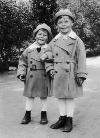 Naftali Fürst with his older brother Peter