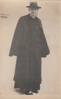 grand-uncle, earl, parson Antonin Borek - Dohalsky, died in Osvětim 1942