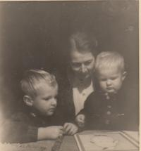 Vaclav and Jiri Borek Dohalsky and grandmother Gabriela Kinska Thurn - Taxis