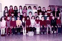Ivo Mludek ve druhé třídě základní školy v Ludgeřovicích / v první řadě dole první zprava / 1971