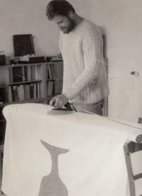 Jan Tydlitát is ironing a flag, 1983