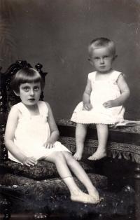 Sisters - Elisabeth and Margarete (1928)