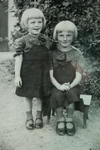 Siblings - Maria and Margarete