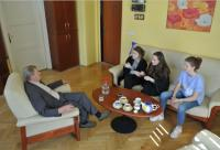 Lumír Čmerda is telling his lifestory to children from the project Stories of Our Neighbours