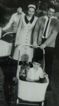 Strolling with a pram, Aš 1966