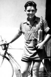 Early beginnings of Kamil Haťapka´s cycling carrier in 1948