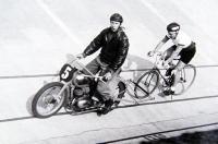 Preteky za motorovými vodičmi Bratislavská cyklistická dráha 1954