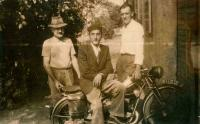 Bohuš shortly before emigration in the middle on his motorbike. On his left Vojtěch´s father-in-law Josej Nešpor, on his right his brother Vojtěch, Hrušky 1951