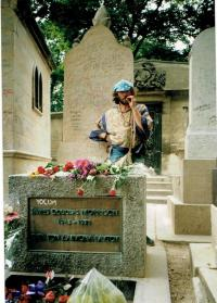 Radomir Danek in Paris at the tomb of Jim Morrison