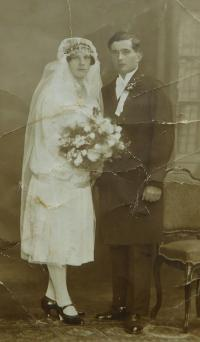 Wedding photo of the parents Anton and Elizabeth Ring in 1930