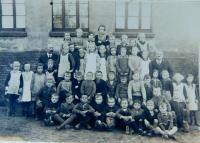 School classes of 1929, 30, 31, 32 in the village of Wahowitze