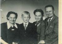 Eva Dědková with her parents and brother