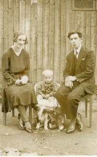 Little Konstantin Karger with mother Julia and father Konstantin