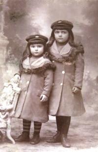 Aunties Valeska (left) and Ilona (right)