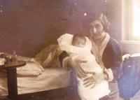 Mum Irena Neumann with Hana. 1930