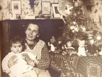 Hanka Neumannová with cook Karla, Christmas. 1931