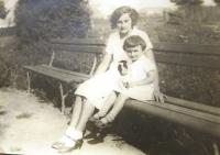 Mum Irena Neumann with Hana. 30´ies