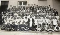 Eucharist in the Hussite church in Holice. Hana in the third row, eight from right.