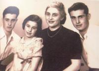 Husbands´ Hanuš (Dov) Sternlicht family: from left Hanuš (Dov), his sister Evelyna (Haya), mum and brother Kurt.