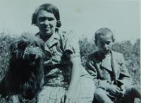 Milan Hlobílek and his mother in 1945